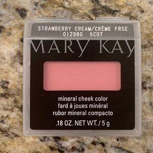 Mary Kay Strawberry Cream bush cheek color